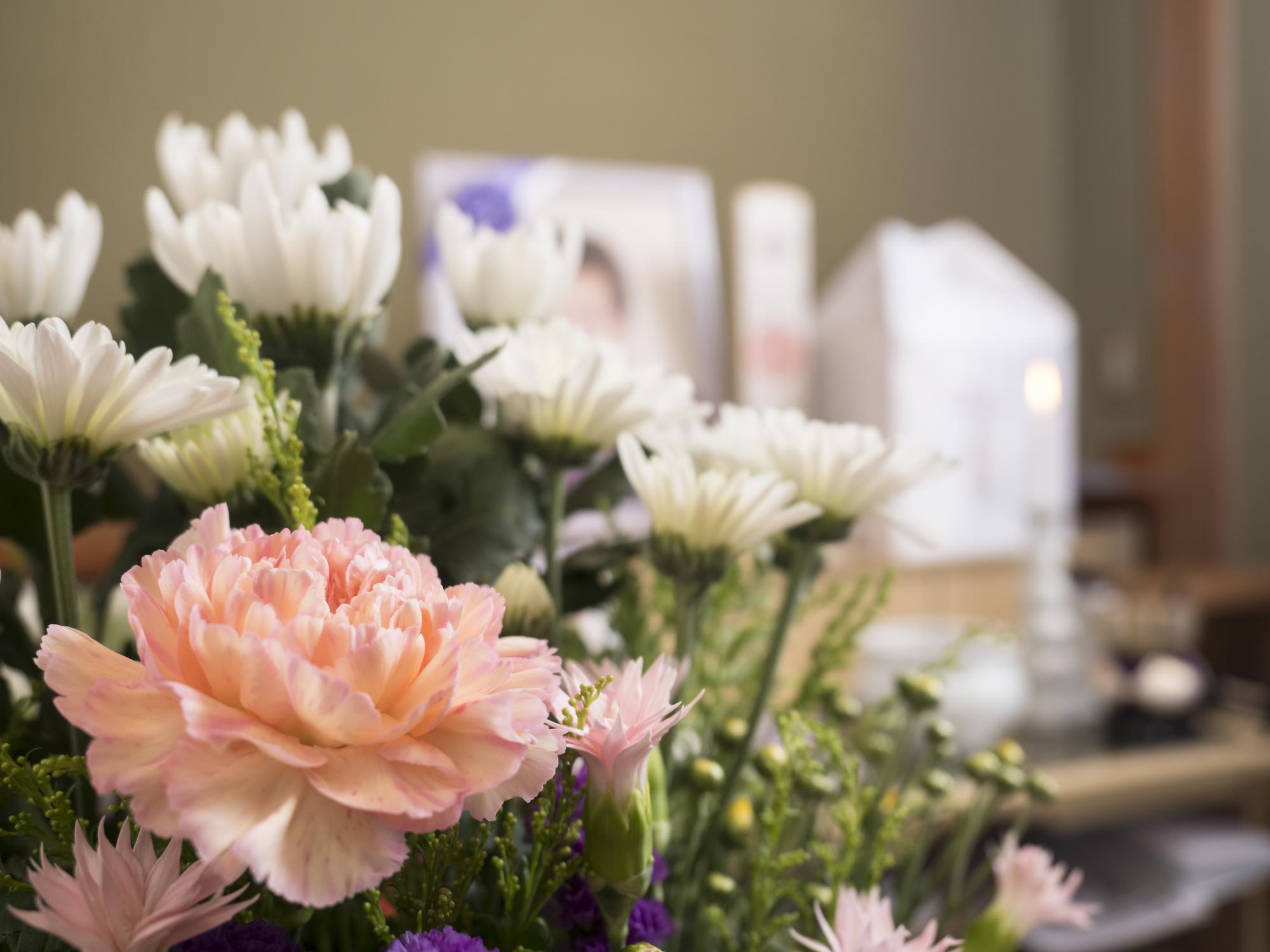 コロナ禍で自宅家族葬の葬儀を行うにはどれくらい必要?余分な費用はかかるの?