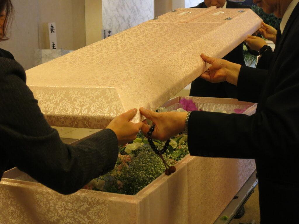 【例文付き】出棺の挨拶をする場合のポイントを分かりやすく解説