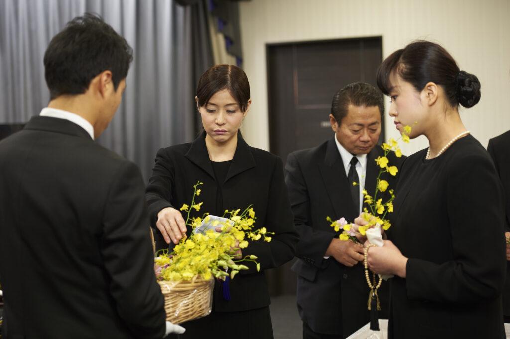 コロナ禍の家族葬の範囲とは?葬儀に関する質問まで大紹介!