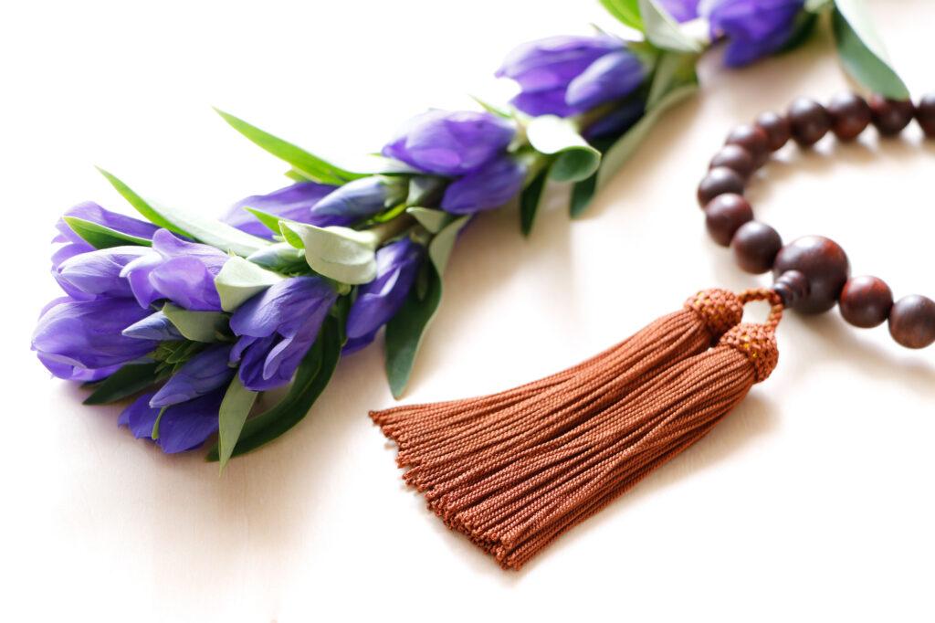 葬儀での数珠の持ち方・使い方を知ろう|数珠の構造やマナーもご紹介