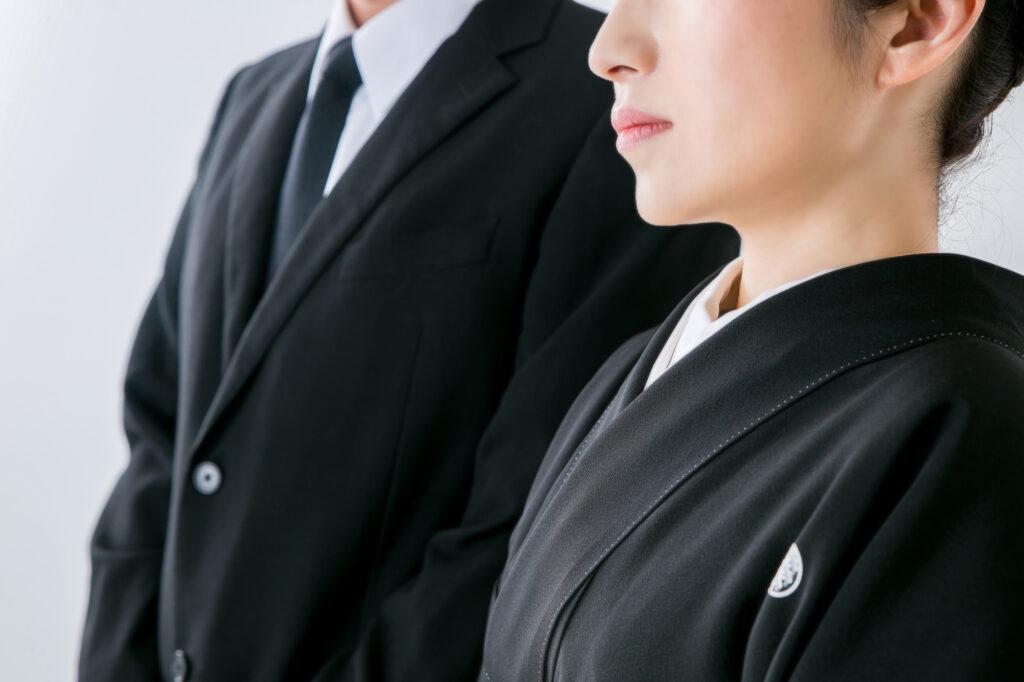 【男性・女性】四十九日法要の服装は?故人様の供養のために覚えよう