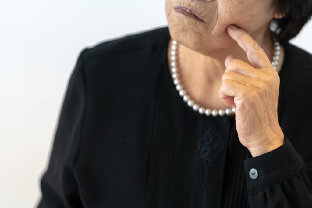 コロナ禍の葬儀、どこまで呼べばいい?悩ましい範囲の決め方