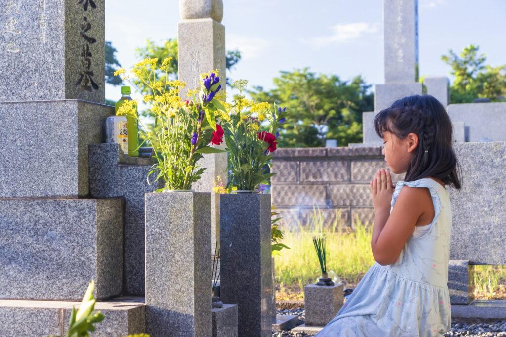コロナ禍のお盆、墓参りや葬儀で旅行していい?