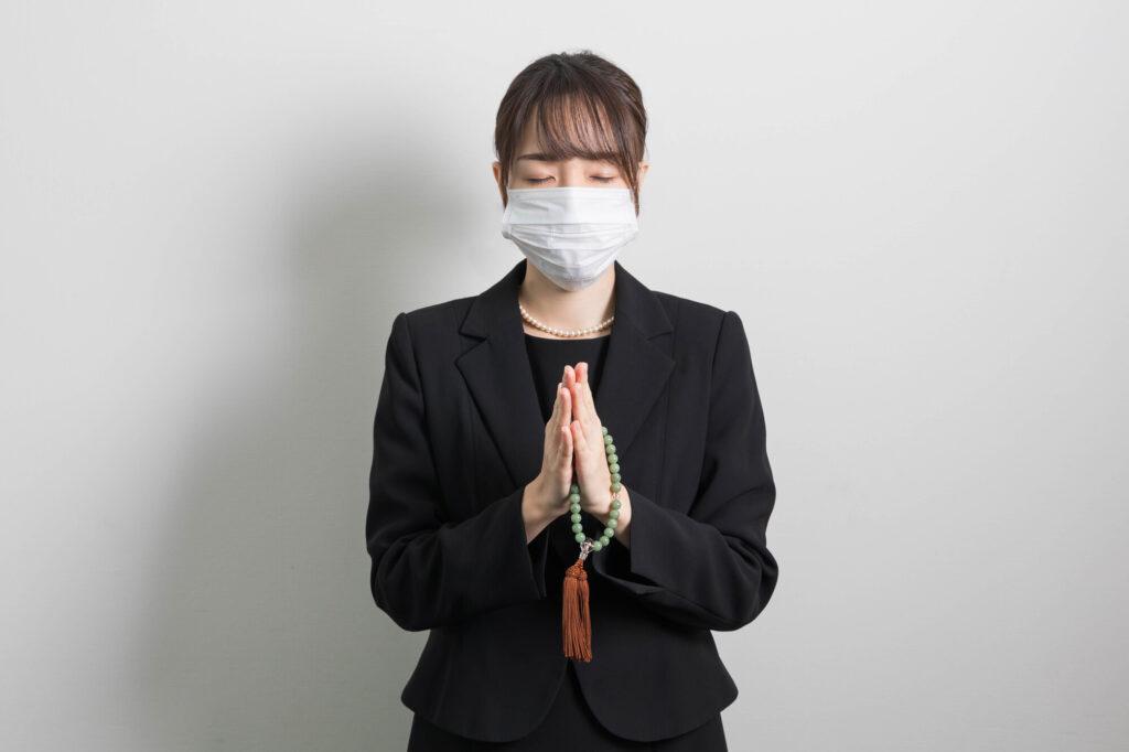 葬儀は不要不急の外出になるのか?国や自治体の要請や世論調査を紹介
