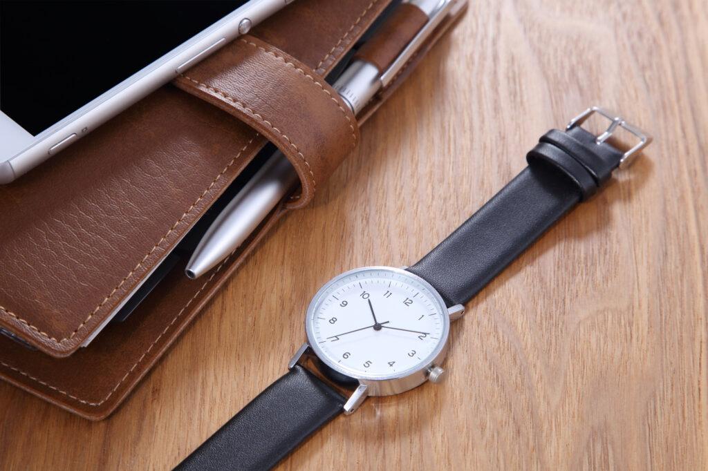 葬儀で時計をするのはマナー違反?ベルトの材質には注意が必要!
