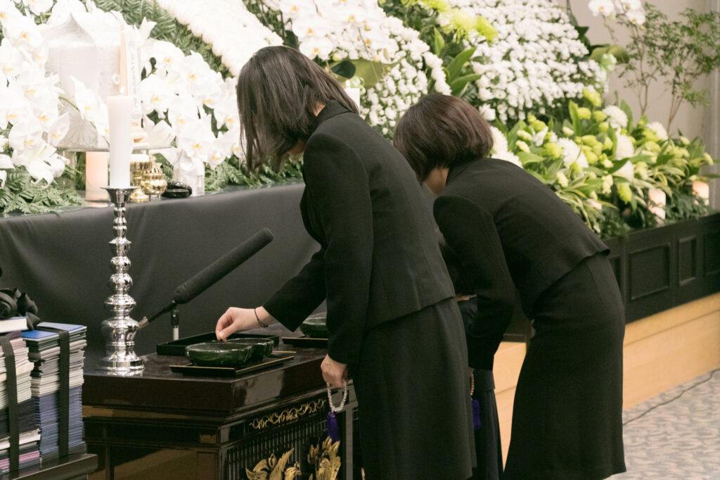 【コロナ禍】一般葬の参列者の範囲とは?葬儀に関する質問まで大紹介!