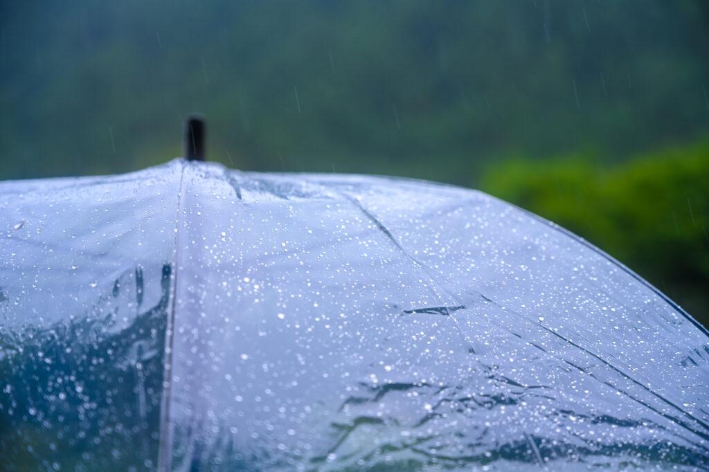 雨の日の葬儀に参列する場合のマナーとは?スマートな対応まで紹介!