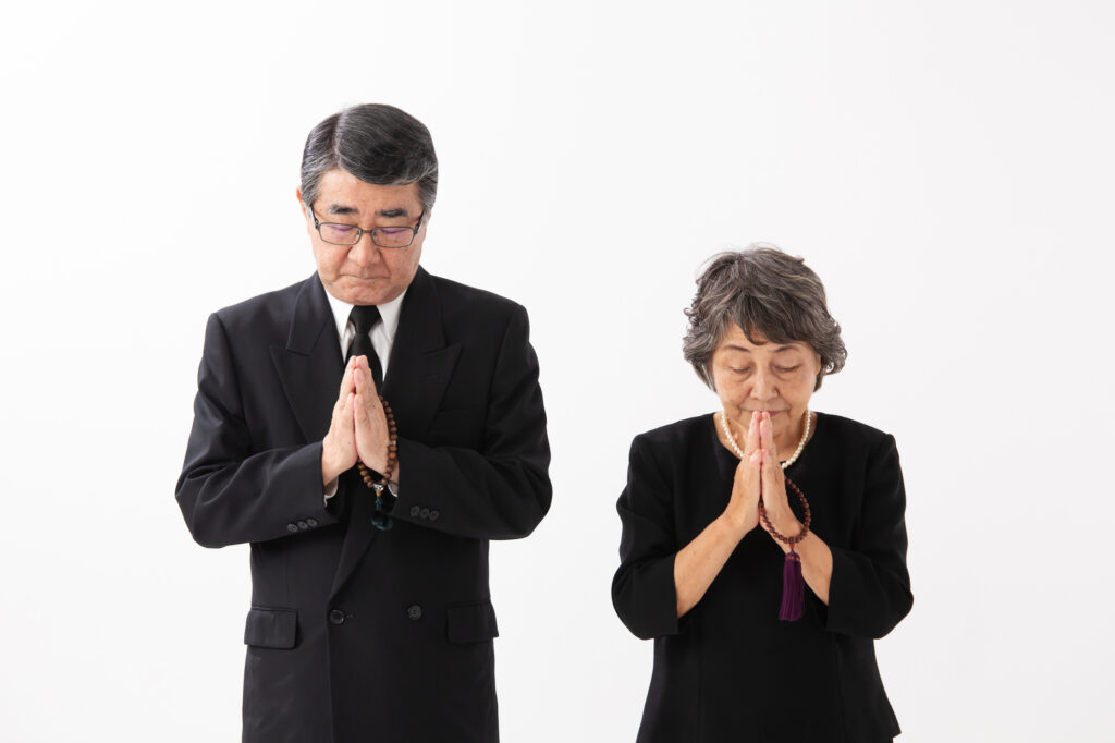 葬儀の挨拶方法とは?コロナ禍の葬儀参列時の「お悔やみの言葉」